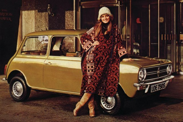 Twiggy and Gold Mini 1976