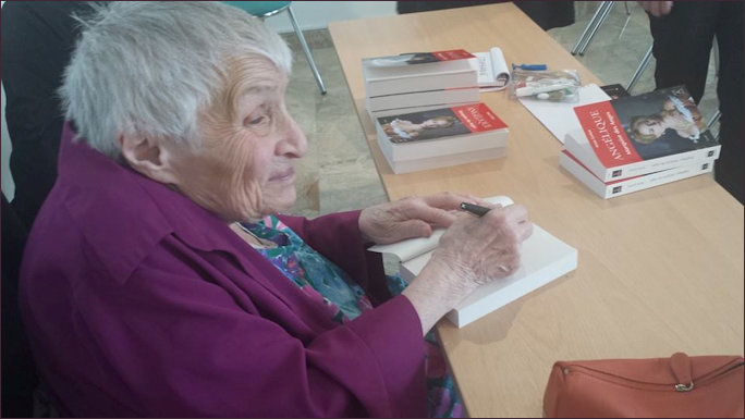 Anne Golon at the Book Signing