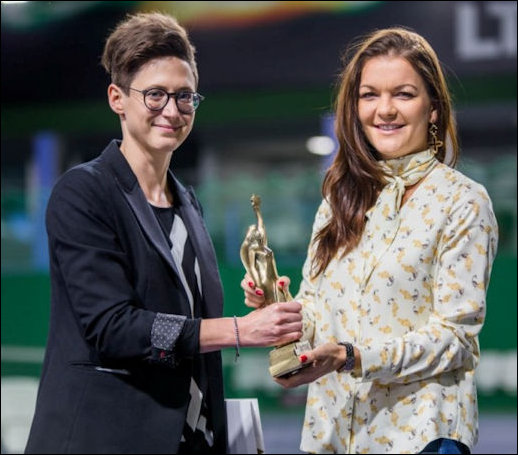 Aga receives award