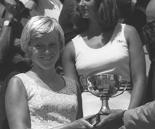 Sue Barker receiving Trophy