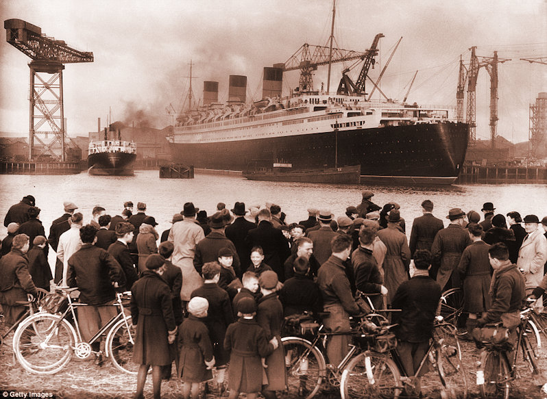 Crowd admiring the Queen Mary in Glasgow 1936