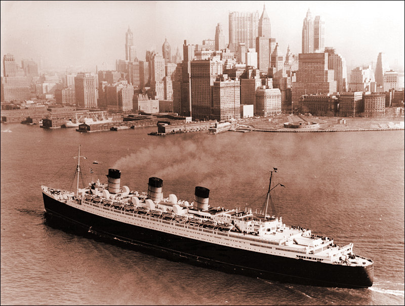 Queen Mary arriving in NY