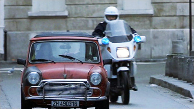 Poplice chase Mini in Paris