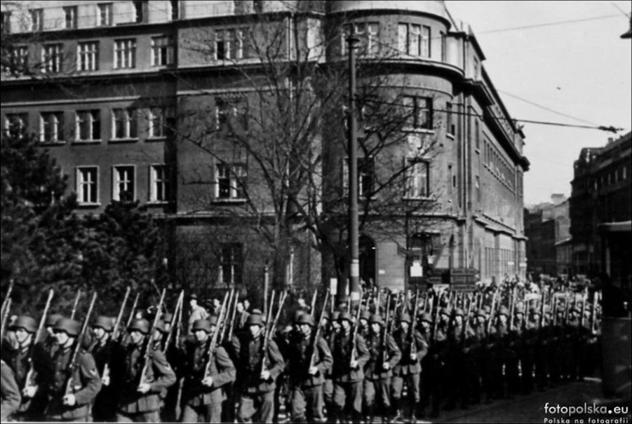 September 1939 marching past the main PO