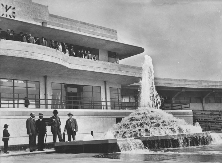 The fountain in 1934