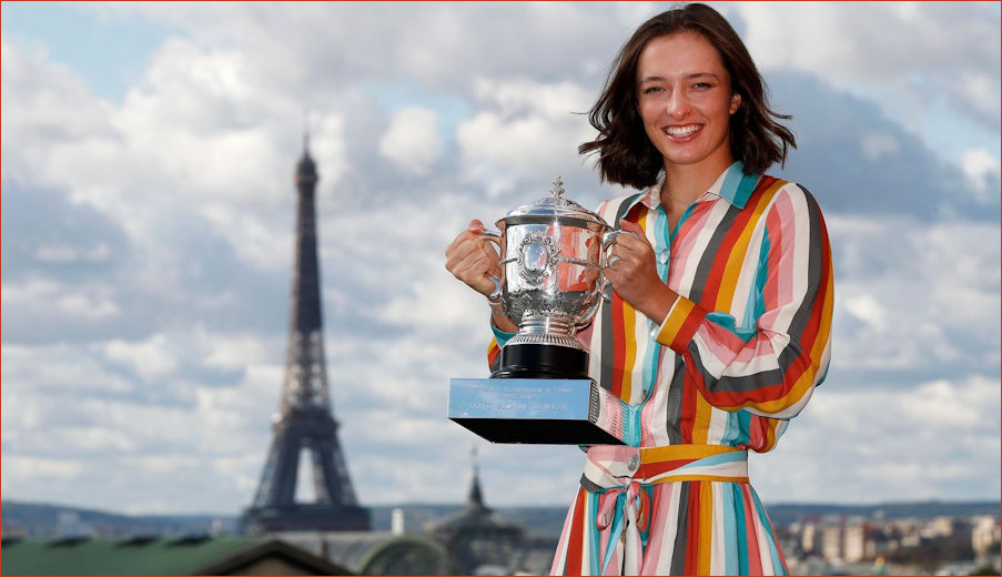 Champion Iga with trophy at the Eiffel Tower