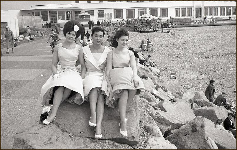 Three Girls at the MH 1950s